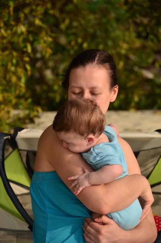Glückselig beim Reisen mit Baby in den Tropen