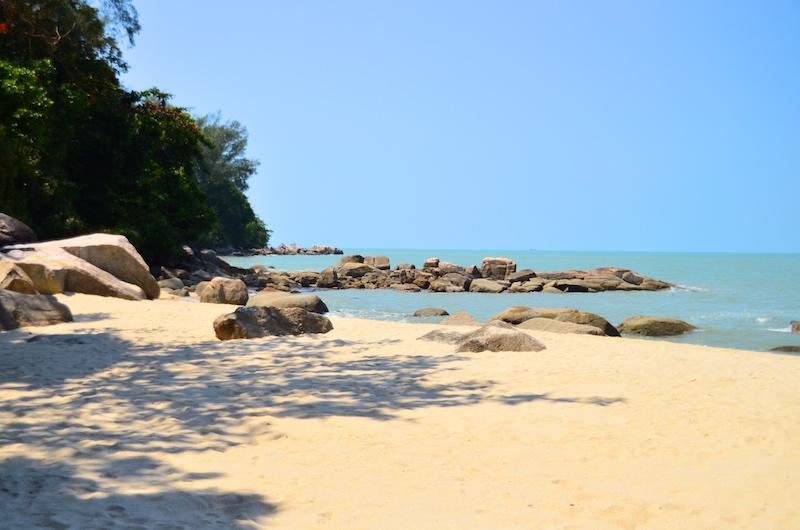 Direkt gegenüber des Tropical Spice Garden: Bester Strand Penang, Westküste Malaysia