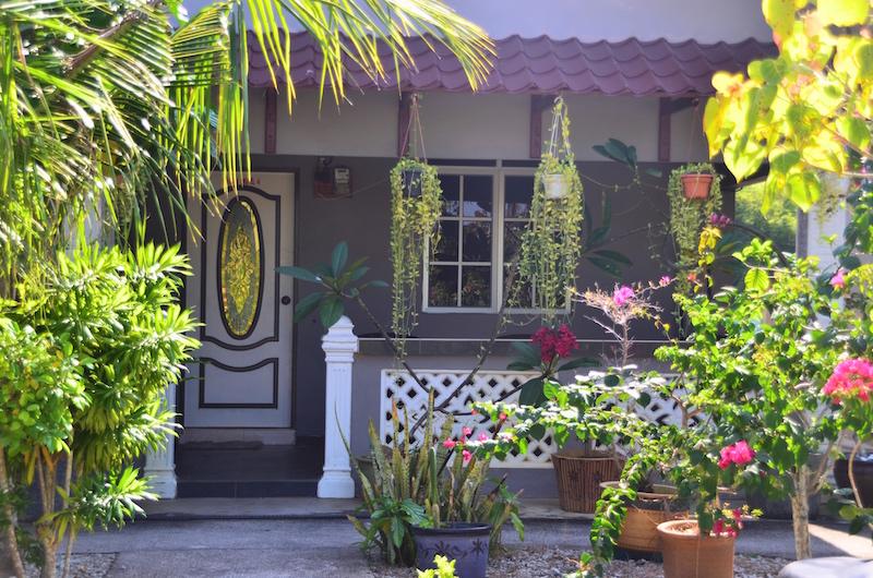Unsere Unterkunft auf langkawi mit kleiner Terrasse