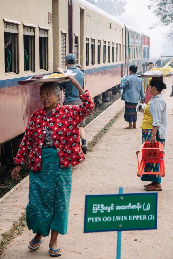 Am Bahnhof von Pyin U Lwin in Myanmar