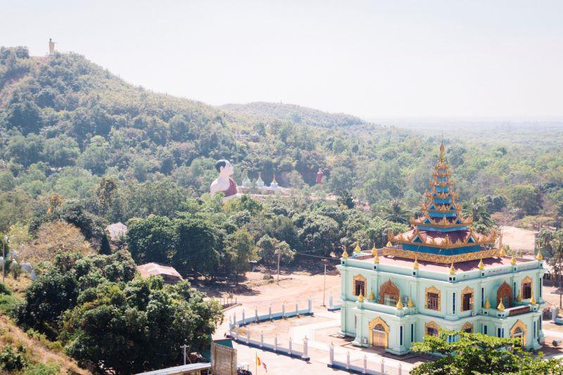 Buddhismus überall auf unserer Myanmar Backpacking Route - und besonders bei Mawlamyaing