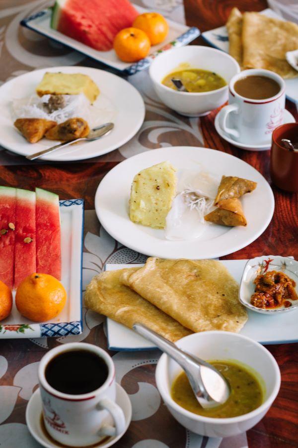Frühstück im Galaxy Motel in Hpa-An - das beste Frühstück auf unserer Myanmar Backpacking Route