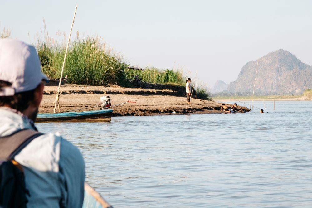 Mit dem Boot auf zum Mount Papu bei Hpa-An in Myanmar