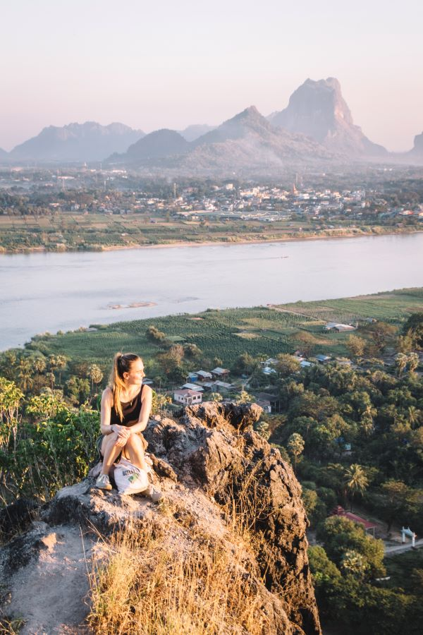 Sonnenuntergang vom Mount Papu in Hpa-An - ein Highlight und Insidertipp für Myanmar Backpacking Route