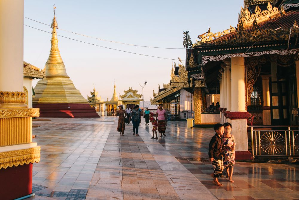 Pagoden in Mawlamyaing - absolutes Highlight auf unserer Myanmar Backpacking Route