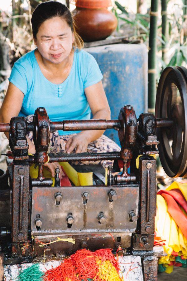 Gummibänder-Herstellung in Mawlamyaing