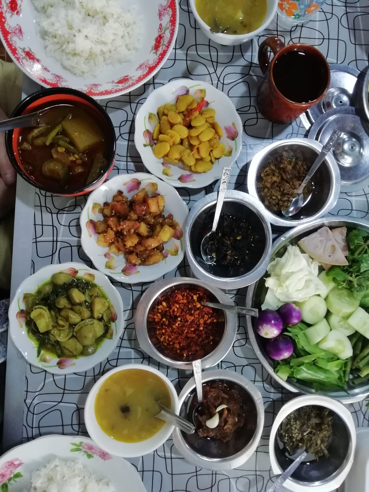 Unser erstes Curry auf unserer Myanmar Backpacking Route - im San ma to in Hpa-An