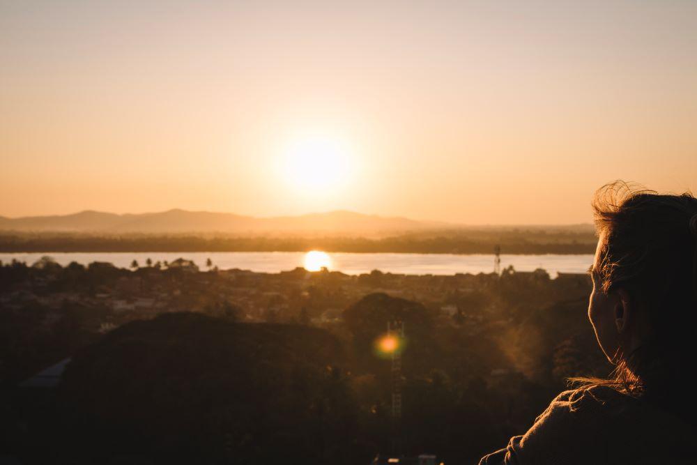 Sonnuntergang und Blick von der Pagode über Mawlamyaing auf unserer Myanmar Backpacking Route
