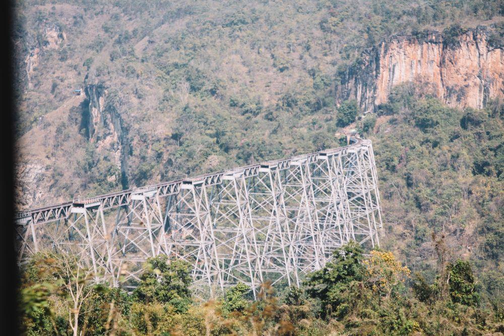Die Zugfahrt über das Gokteik Viadukt in Myanmar