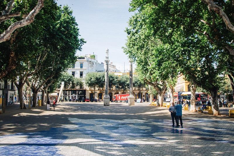 Sevilla Reisebericht und Sevilla Geheimtipps: schöne Parks und Plätze wie die Almeda de Hercules