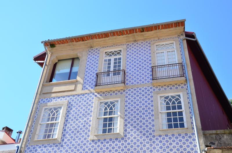 Porto mit Kind: Alstadt voller bunter Azulejos und das Meer ganz nah