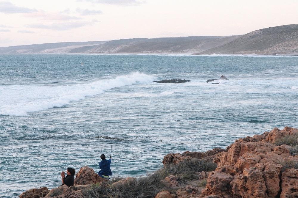 Angeln am Strand von Kalbarri an Australiens Westküste Highlight