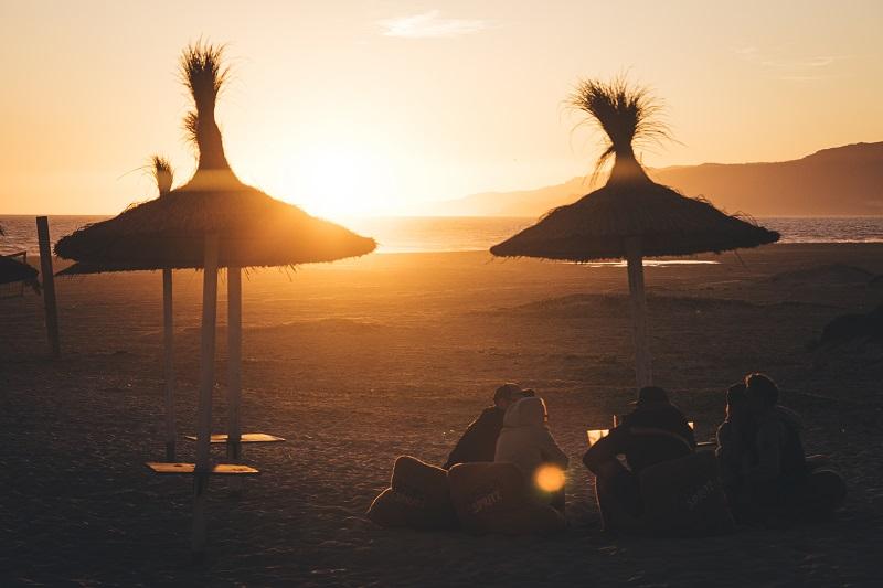 Tarifa was machen Sonnenuntergang in der Strandbar Andalusien auf eigene Faust