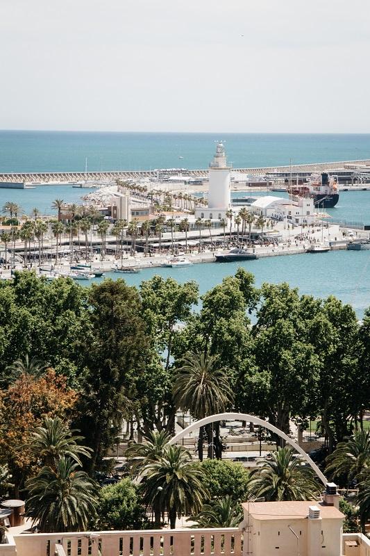 Malaga was machen Sehenswürdigkeiten anschauen und Ausblick genießen von Alcazaba auf den Hafen - Andalusien auf eigene Faust Tipps