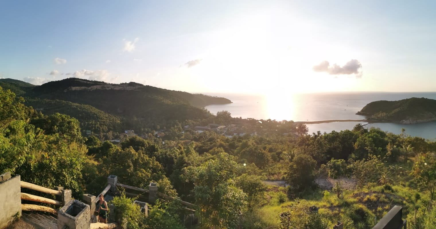 Ausflugstipp Koh Phangan: Viewponit der 360 Bar mit Blick auf die Insel Koh Ma