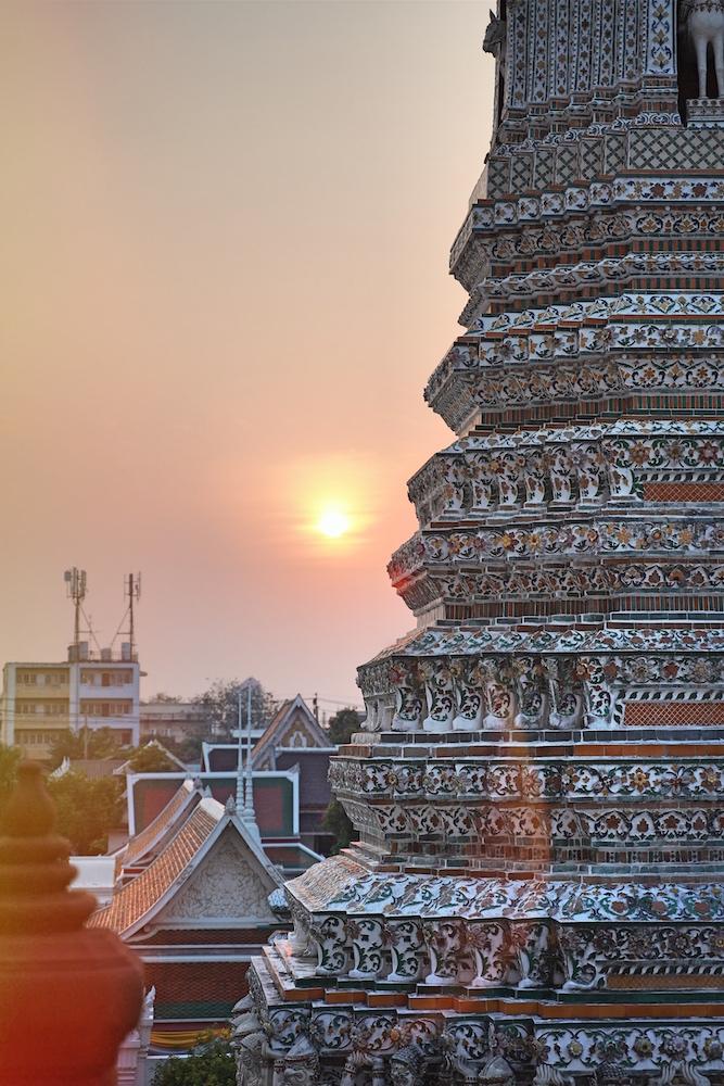 Erstes Highlight unserer Thailand Reise mit Kind: Sonnenuntergang am Wat Arun in Bangkok